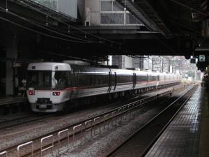383系しなの9号京都駅