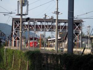 西脇市駅2番線で出発を待つDE10 1152
