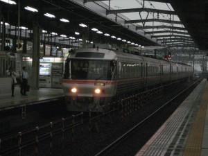 ひだ36号岐阜駅進入