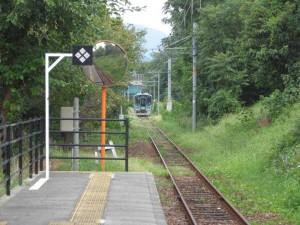 新西脇駅のホームと谷川行き125系