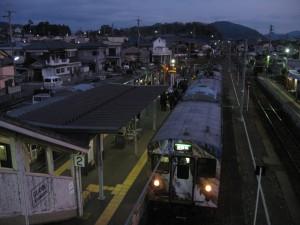日の出前の西脇市駅