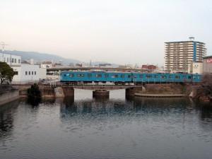 兵庫運河を渡る103系