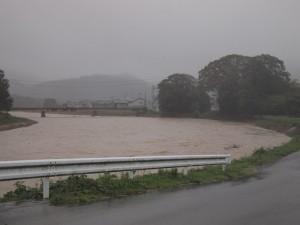 台風12号により増水した杉原川