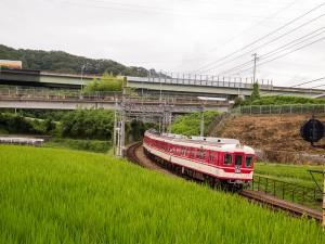粟生線急行木津駅付近