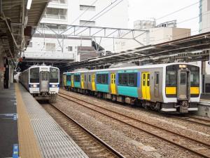 水戸駅停車中の415系とキハE130