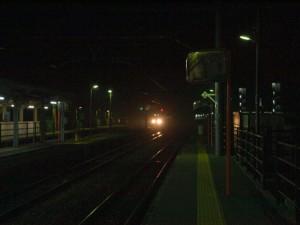 深夜の神戸電鉄粟生線列車