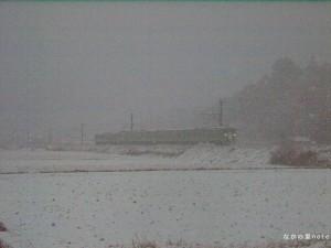 雪の中走る113系緑坊主