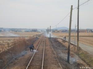 北条鉄道線路火災 消火活動中 播磨下里駅付近
