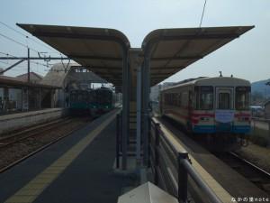 粟生駅103系125系フラワ2000-3横並び