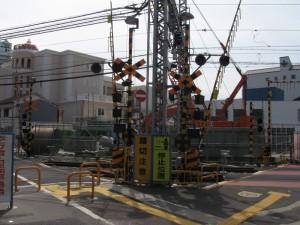 西新町駅2号線下踏切