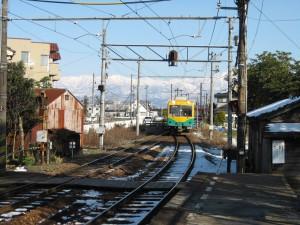 富山地鉄と立山連峰