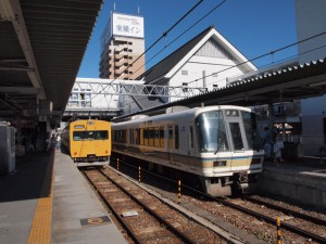 播州赤穂駅221系姫路行きと115系G07編成