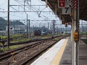 米原駅構内と機関車