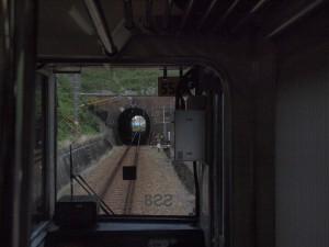 菊川の手前のトンネル