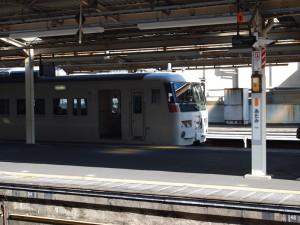 熱海駅に停車中の183系踊り子