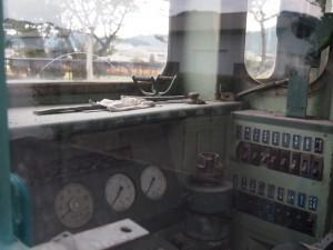 鍛冶屋駅キハ30運転台と手袋