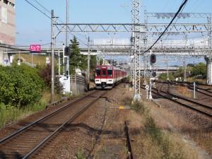 京都行き急行高の原駅