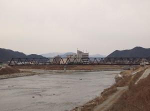 第3加古川橋梁を渡る加古川線125系