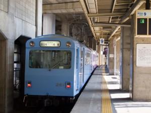 四日市駅内部線ホーム