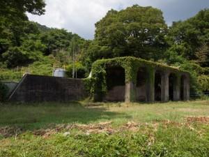 市橋駅跡にあるホッパー残骸