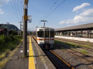 美濃赤坂駅上り電車