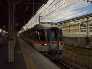 ワイドビューひだ25号米原駅にて
