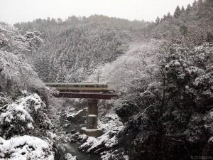 こうのとり9号雪の川代渓谷