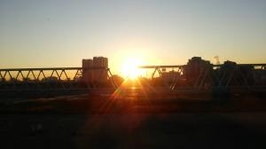 多摩川で日の出