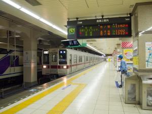 東武浅草駅に到着する電車