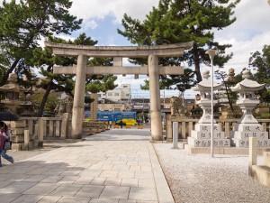 住吉大社の鳥居と阪堺電車