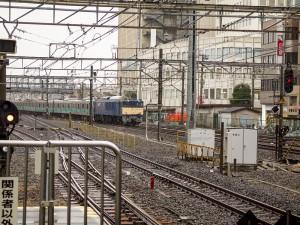 EF64-1000牽引E233系2000番台配給