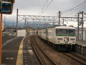 185系下り踊り子三島田町駅
