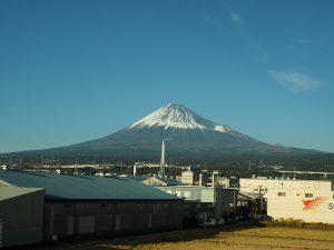 雪を被った12月の富士山